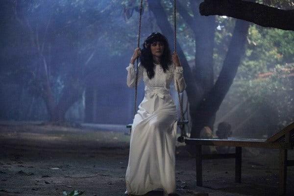 Suzanna Bernapas dalam Kubur